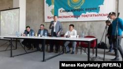 «Избавиться от Назарбаева» и остановить проекты с Китаем. Призывы на «курултае»