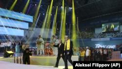 Бывший президент Нурсултан Назарбаев и его ставленник Касым-Жомарт Токаев на мероприятии возглавляемой Назарбаевым партии. Нур-Султан, 7 июня 2019 года.