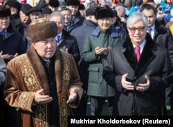 Бывший президент Казахстана Нурсултан Назарбаев и его ставленник Каысм-Жомарт Токаев на мероприятиях во время празднования Наурыза в столице. 21 марта 2019 года.