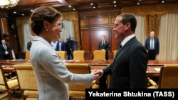 Спикер сената парламента Казахстана Дарига Назарбаева и премьер-министр России Дмитрий Медведев. Москва, 23 октября 2019 года.