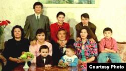 Нурсултан Назарбаев с семьей. 1992 год.
