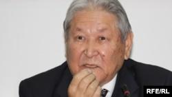 Серикболсын Абдильдин, бывший председатель Верховного Совета Казахстана, принявшего в 1993 году первую Конституцию страны.