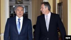 Критика за «советы» режиму Назарбаева и расследование о «связях Аблязова»