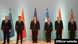 Министры иностранных дел стран Центральной Азии и государственный секретарь США Майк Помпео на встрече в Ташкенте. 3 февраля 2020 года.
