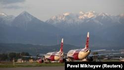 Самолеты лоукостера FlyArystan в алматинском аэропорту. 14 мая 2020 года.
