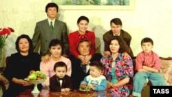 Две судьбы, две темных повести? Жизнь и смерть Айсултана Назарбаева и Рахата Алиева